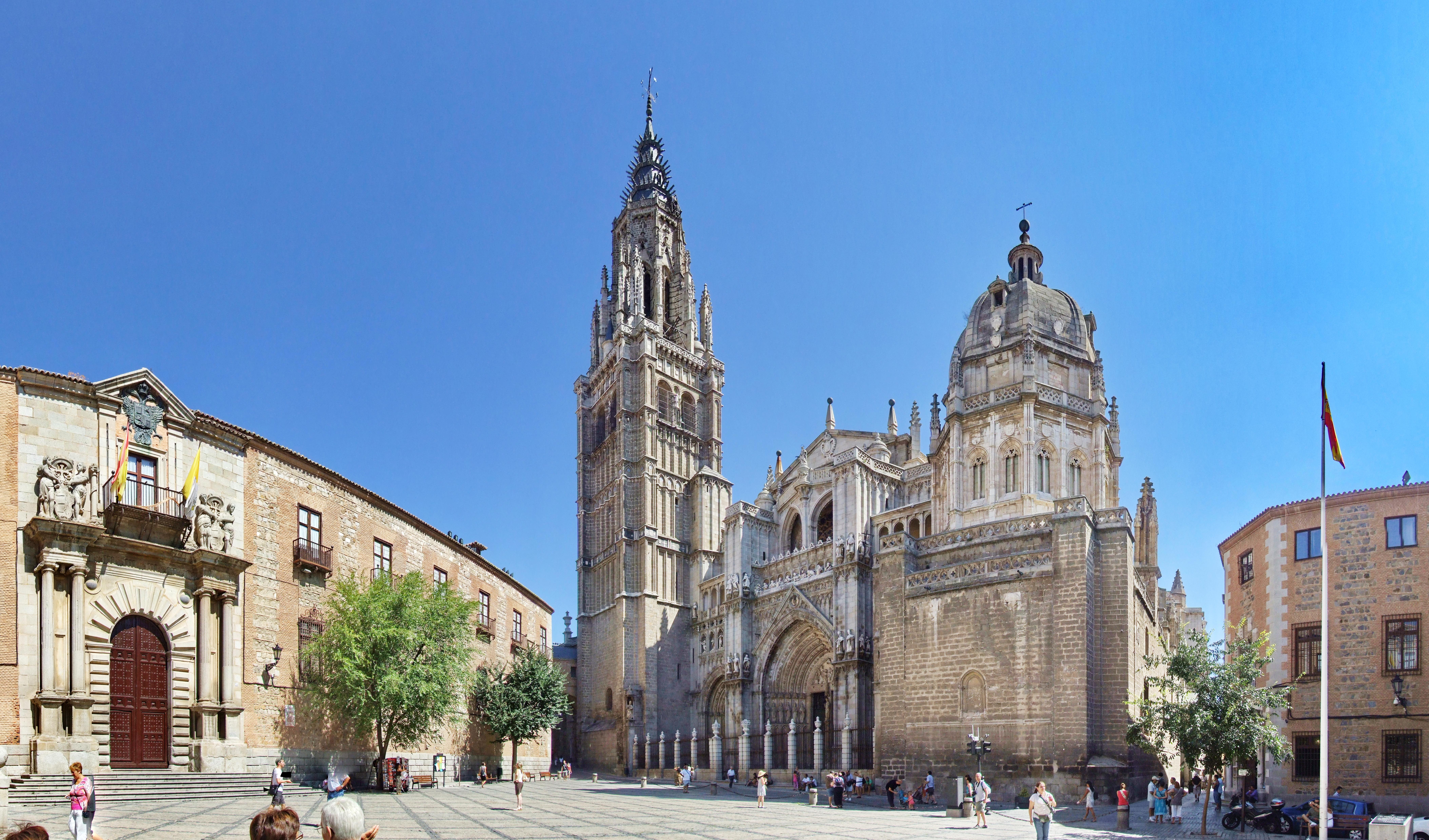File:Catedral de Toledo (Spain) y Palacio Arzobispal.jpg