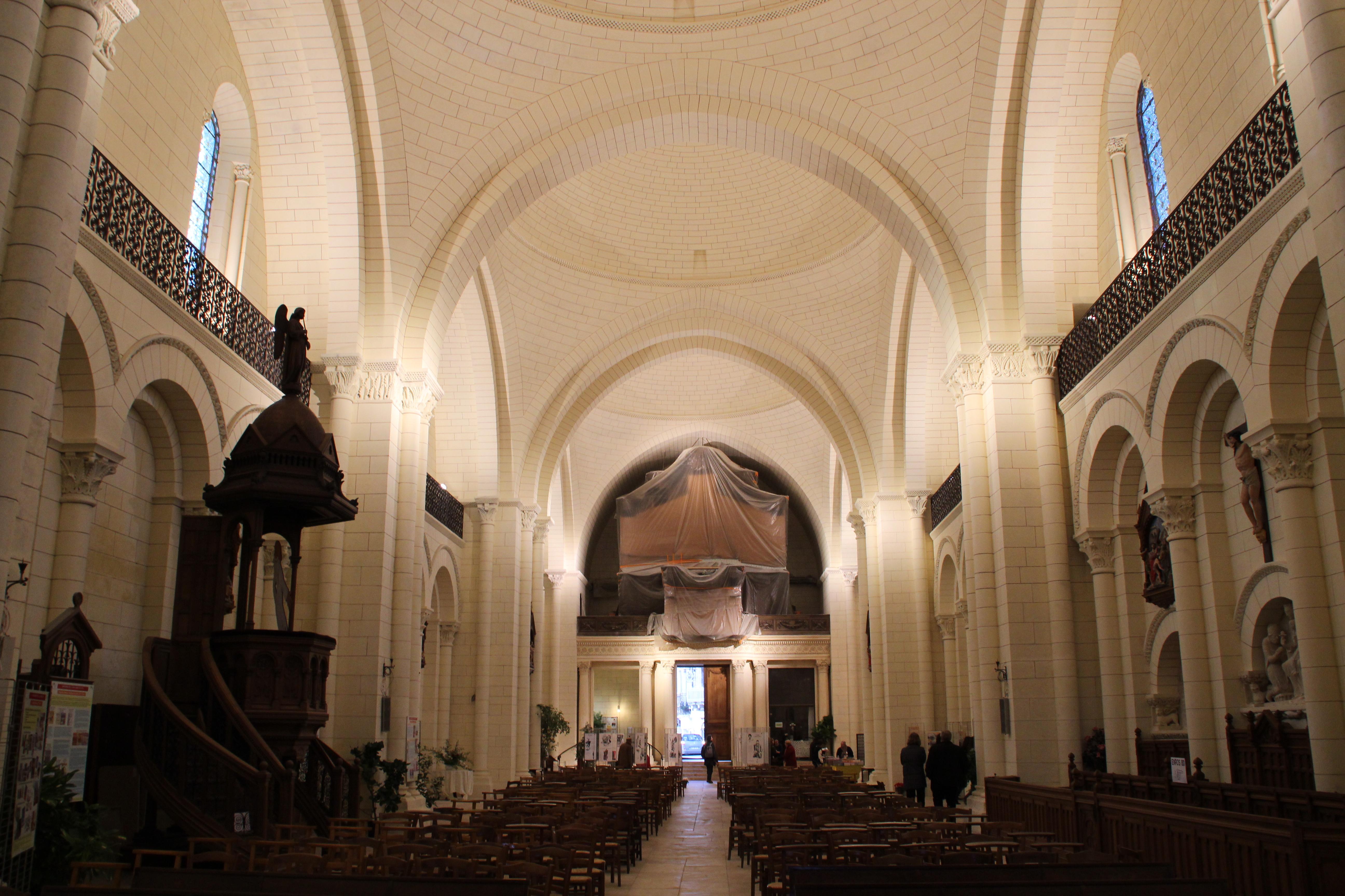 File:Cathédrale Saint Pierre Du0027Angoulême Durant Le Festival International De  La Bande