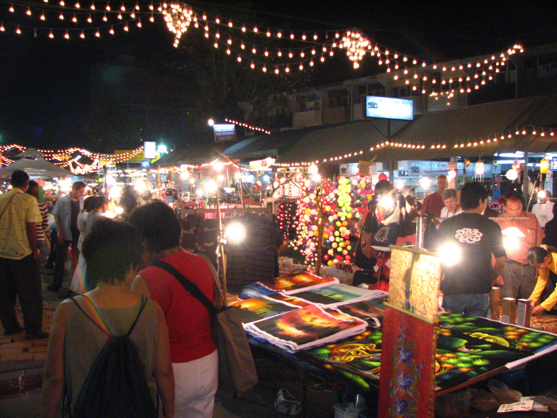 File:Chiangmai Nightbazaar-1.JPG