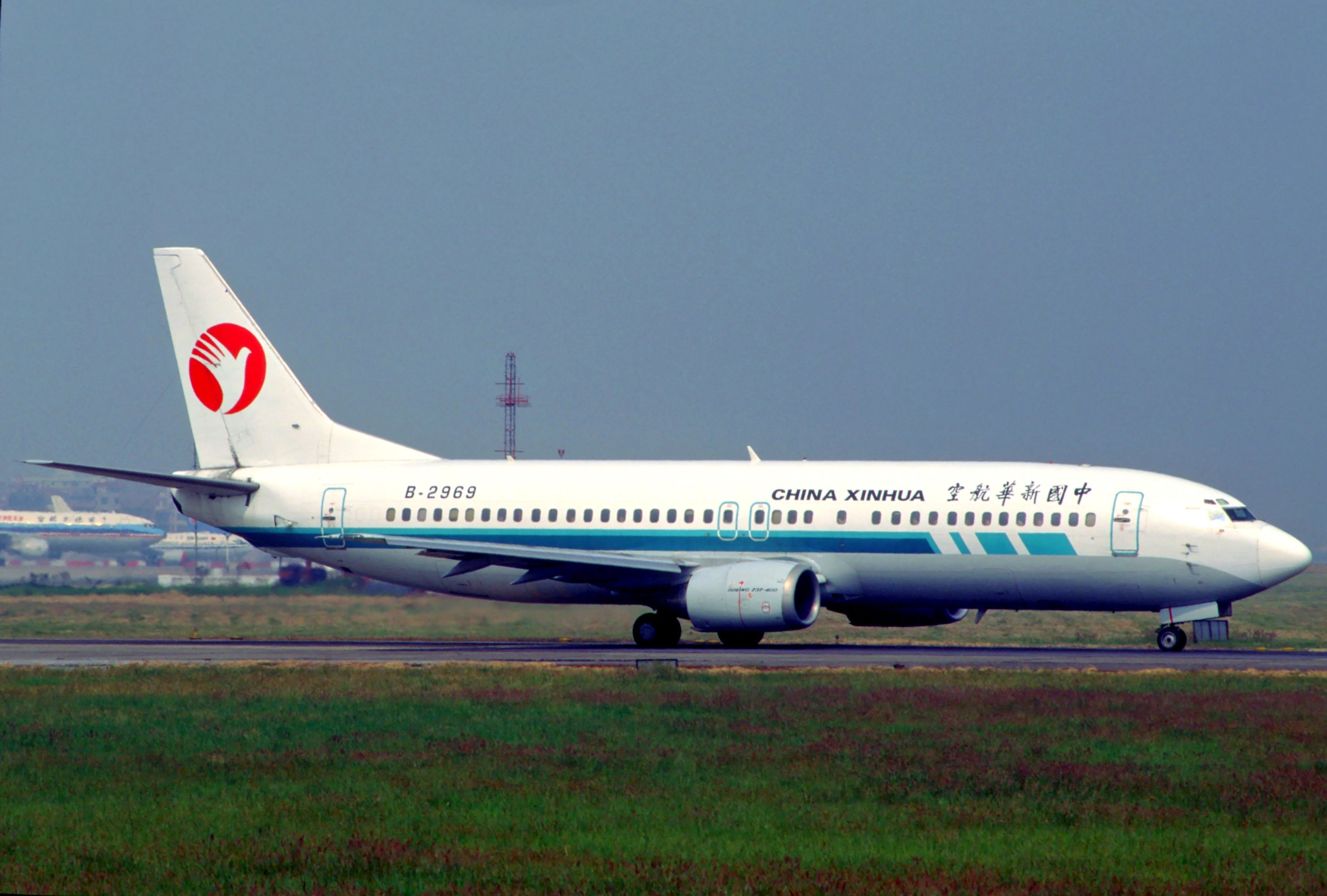 Xinhua China  City pictures : Description China Xinhua Airlines Boeing 737 400; B 2969, October 1996 ...