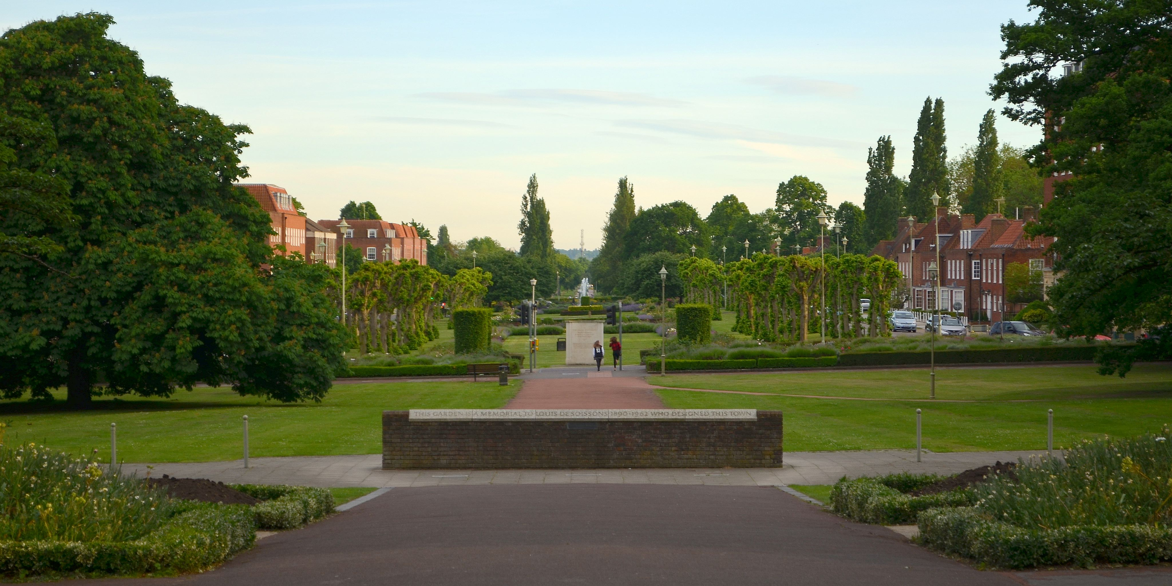 Cmglee Welwyn Garden City memorial garden.jpg
