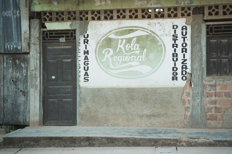 Werbung für regionale Colaproduktion in Yurimaguas, Peru