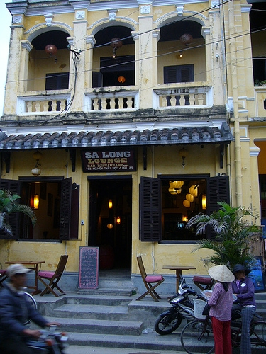 Fichier:Colonial style building in Hoi An.JPG