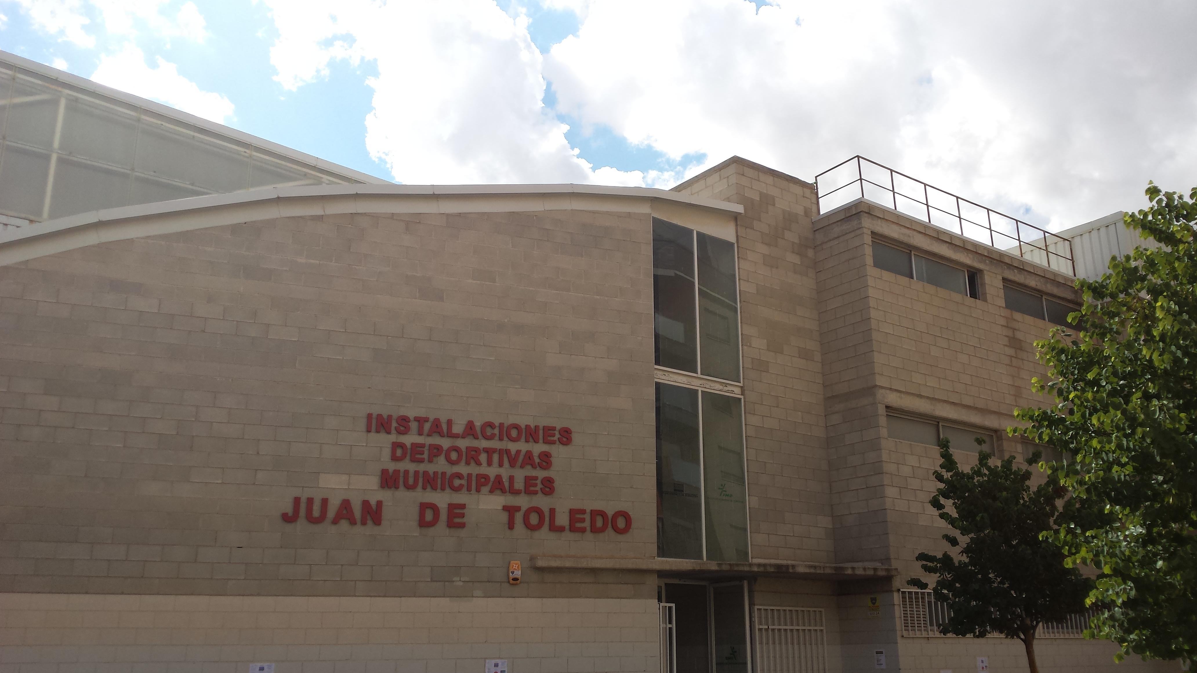 Archivo complejo deportivo juan de toledo barrio for Piscina juan de toledo