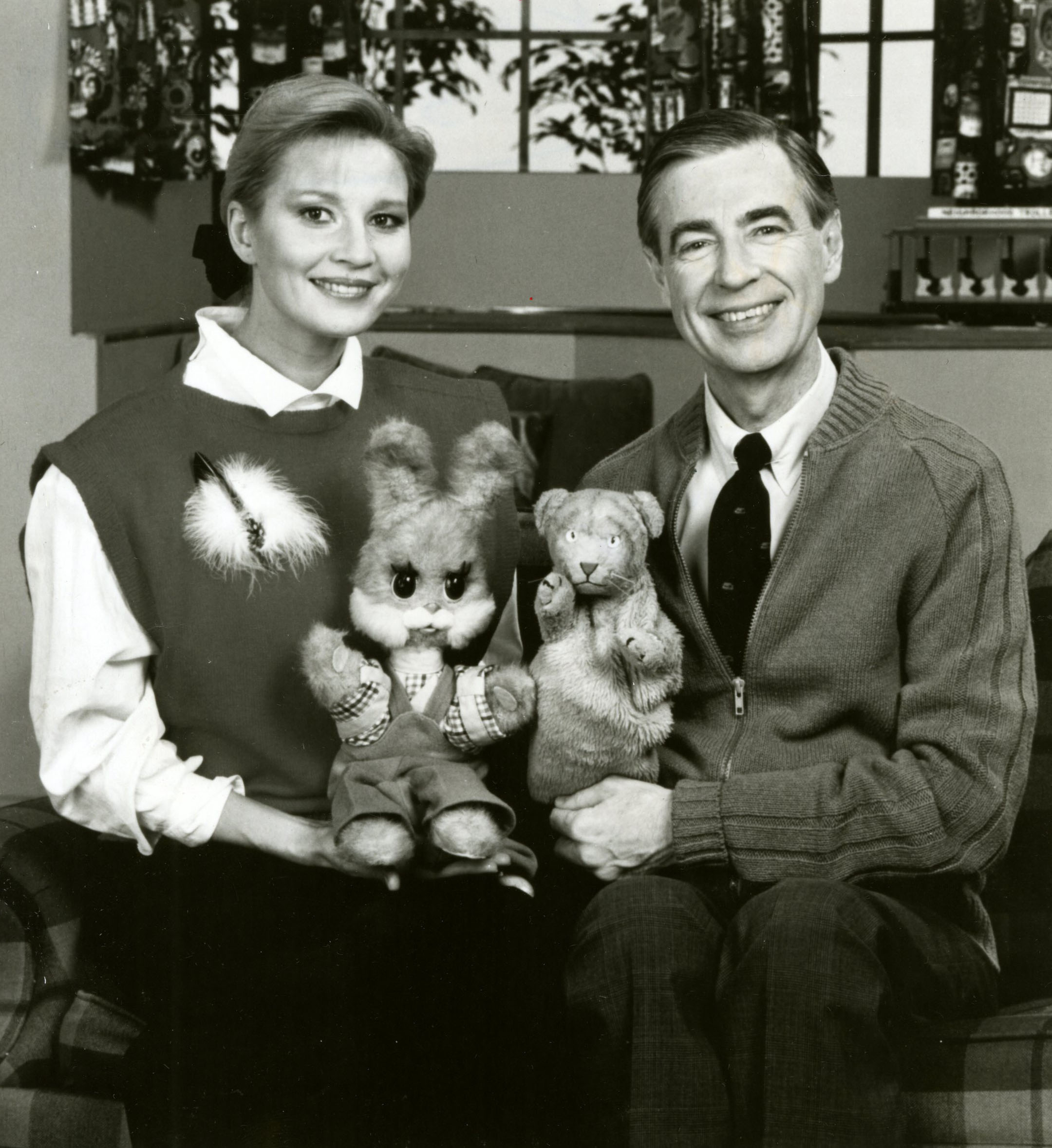 File Fred Rogers And Tatiana Vedeneyeva On Set Of Mister Rogers Neighborhood Jpg Wikimedia Commons
