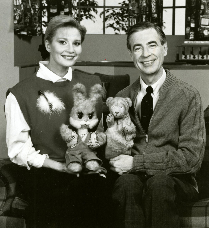 File Fred Rogers And Tatiana Vedeneyeva On Set Of Mister Rogers Neighborhood Jpg Wikimedia Commons
