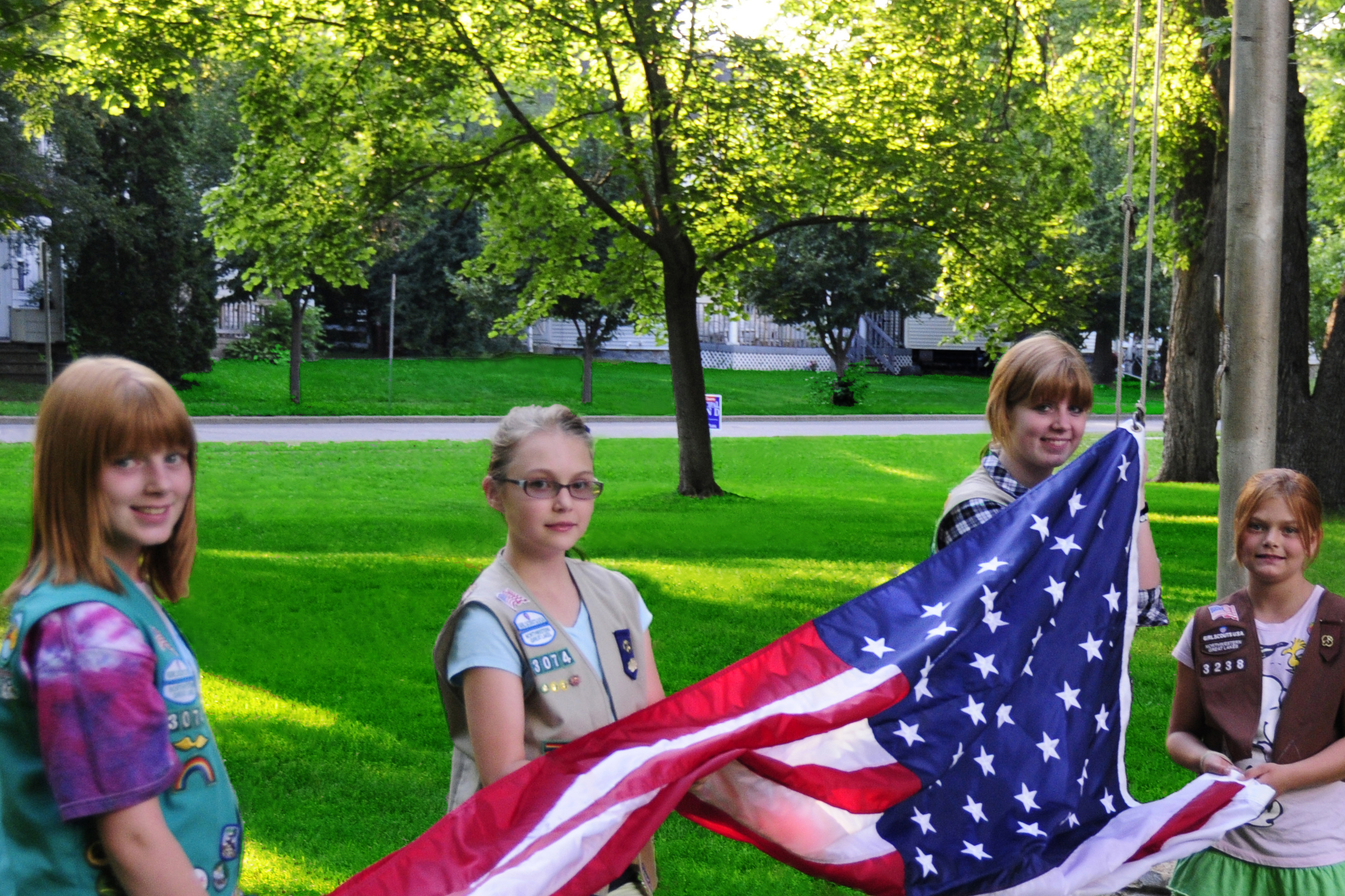 File:Girl Scouts raising the American flag.jpg - Wikimedia Commons