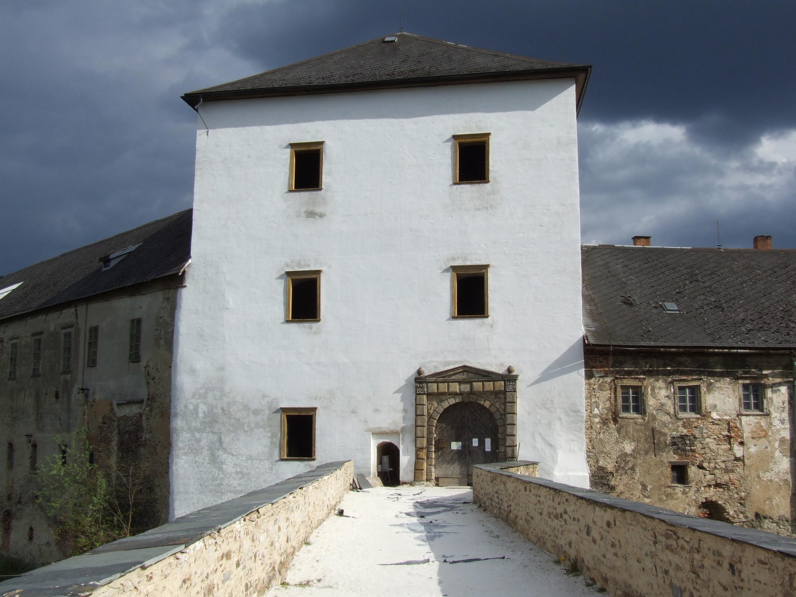Roku 1420 byl jakožto majetek tepelského kláštera dobyt a.
