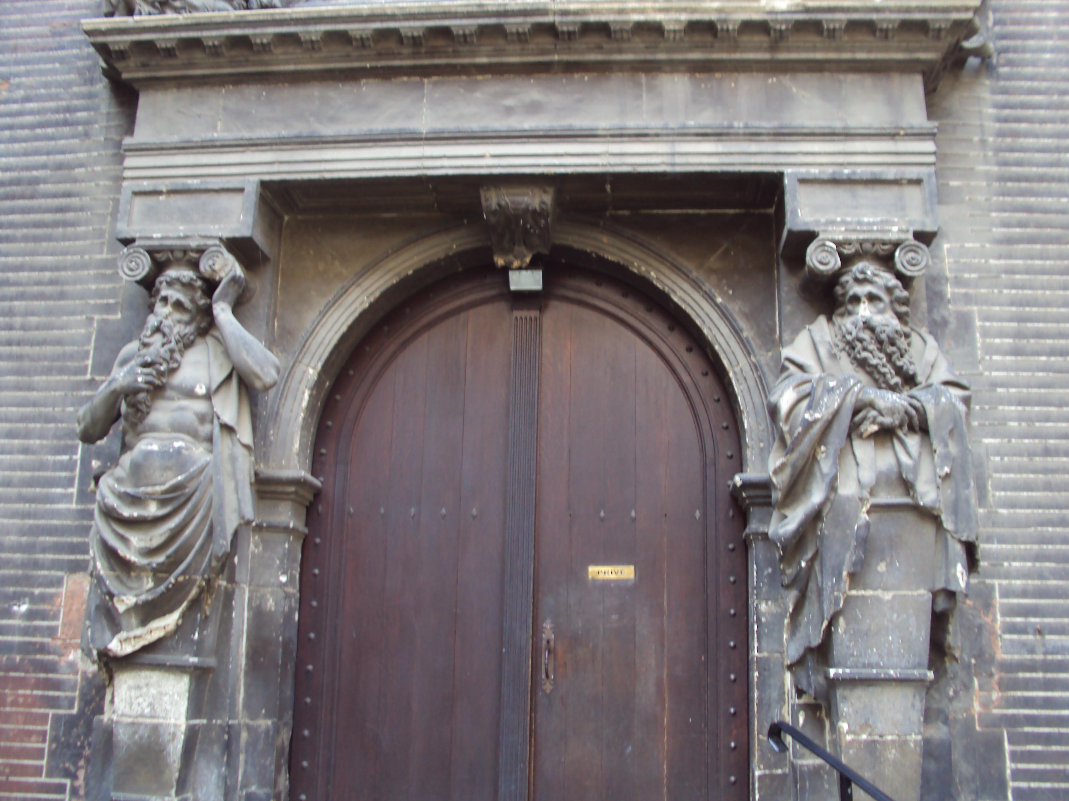 File h tel de bagis toulouse porte cour int for Porte de cour