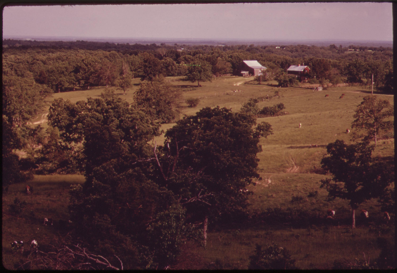 FileHILLTOP FARM FIVE MILES NORTH OF ELDON