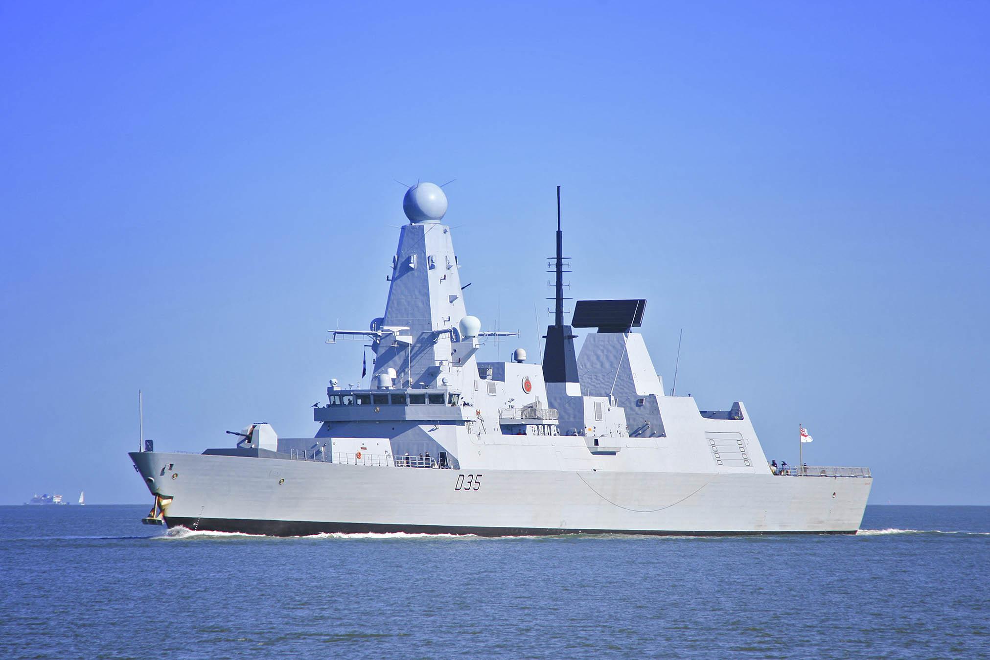 """احدث الصفقات العسكرية البحرية للدول العربية """" موضوع مجمع """" - صفحة 2 HMS_Dragon-1"""