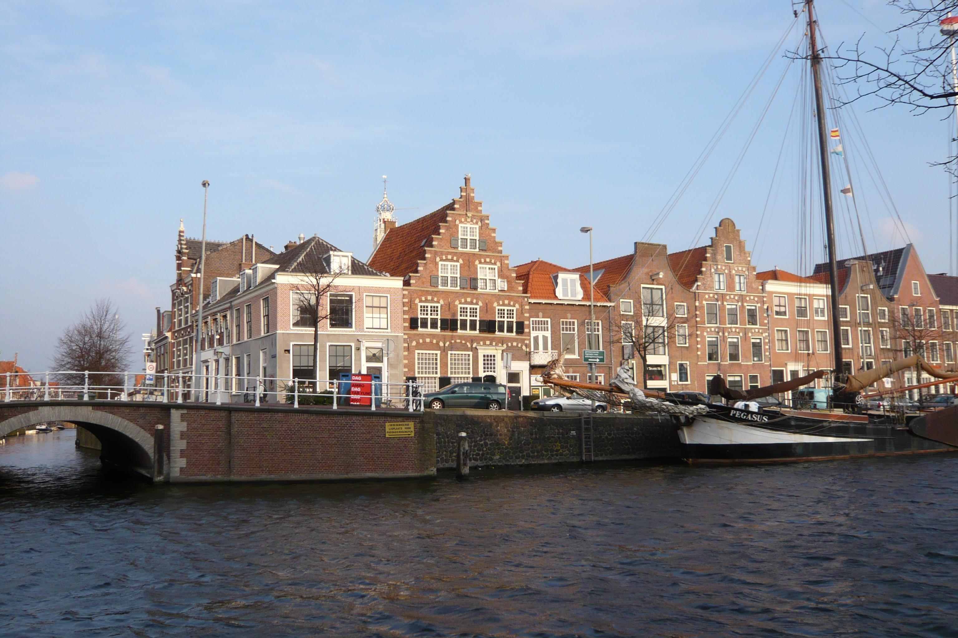 File Haarlem Donkere Spaarne vanaf Het Spaarne jpg  Wikimedia Commons