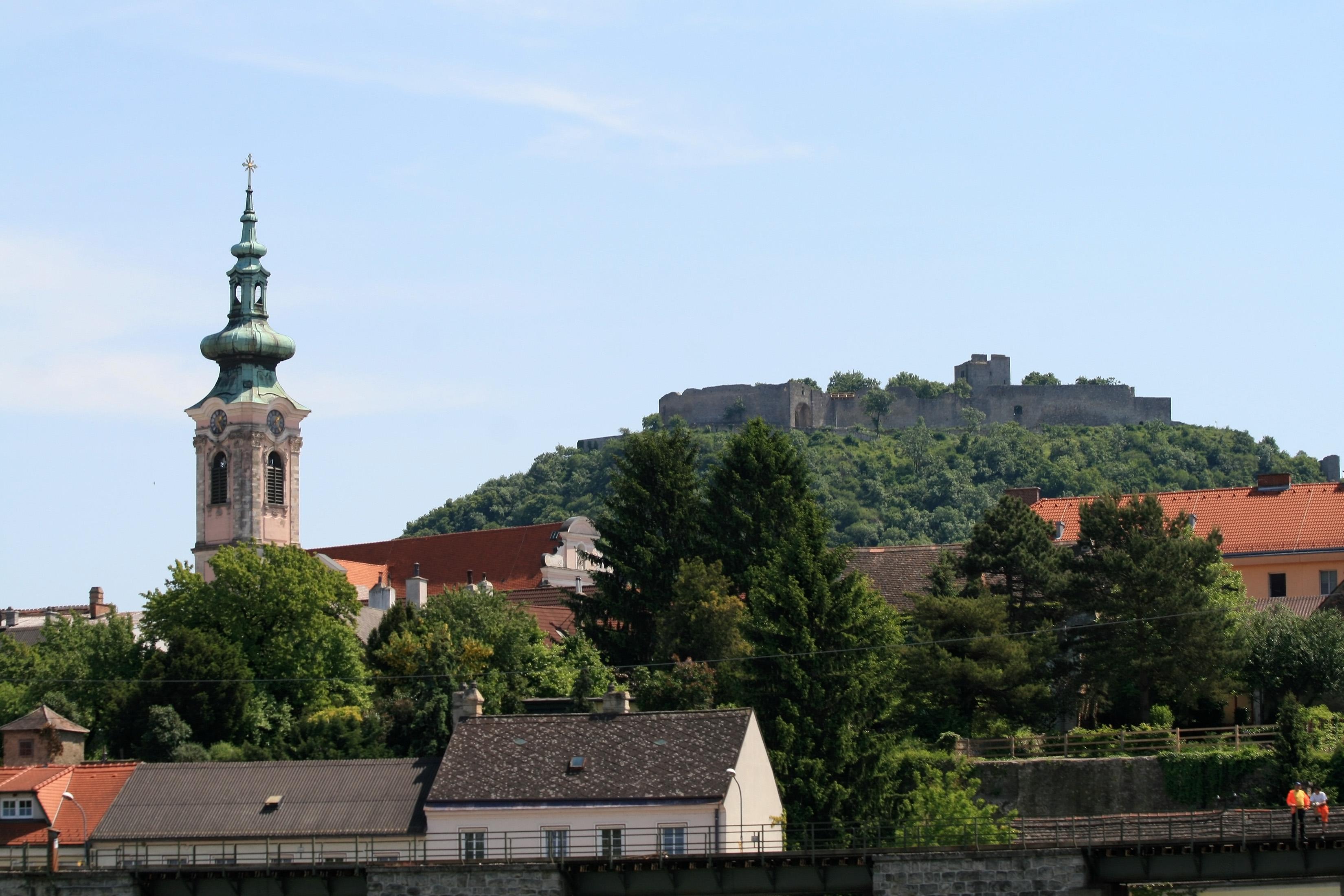 Hainburg Austria  City pictures : Hainburg an der Donau 2011 d Wikimedia Commons