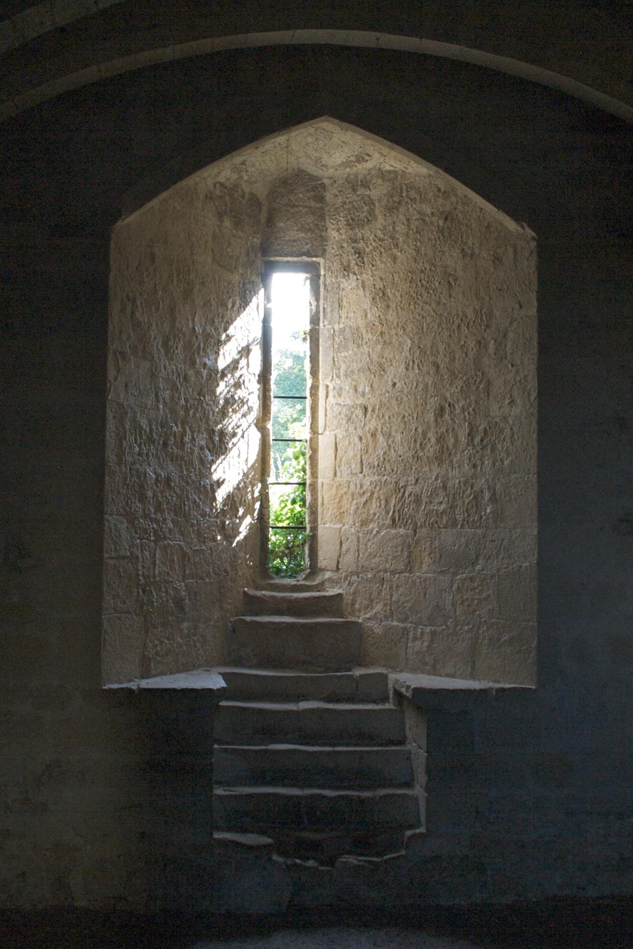 File:Helmsley Castle - window.jpg - Wikimedia Commons