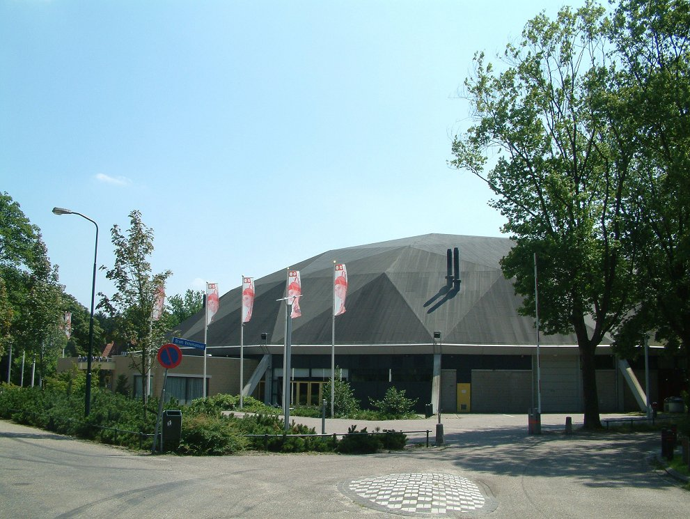 File:Indoor Sportcentrum Eindhoven.jpg - Wikimedia Commons
