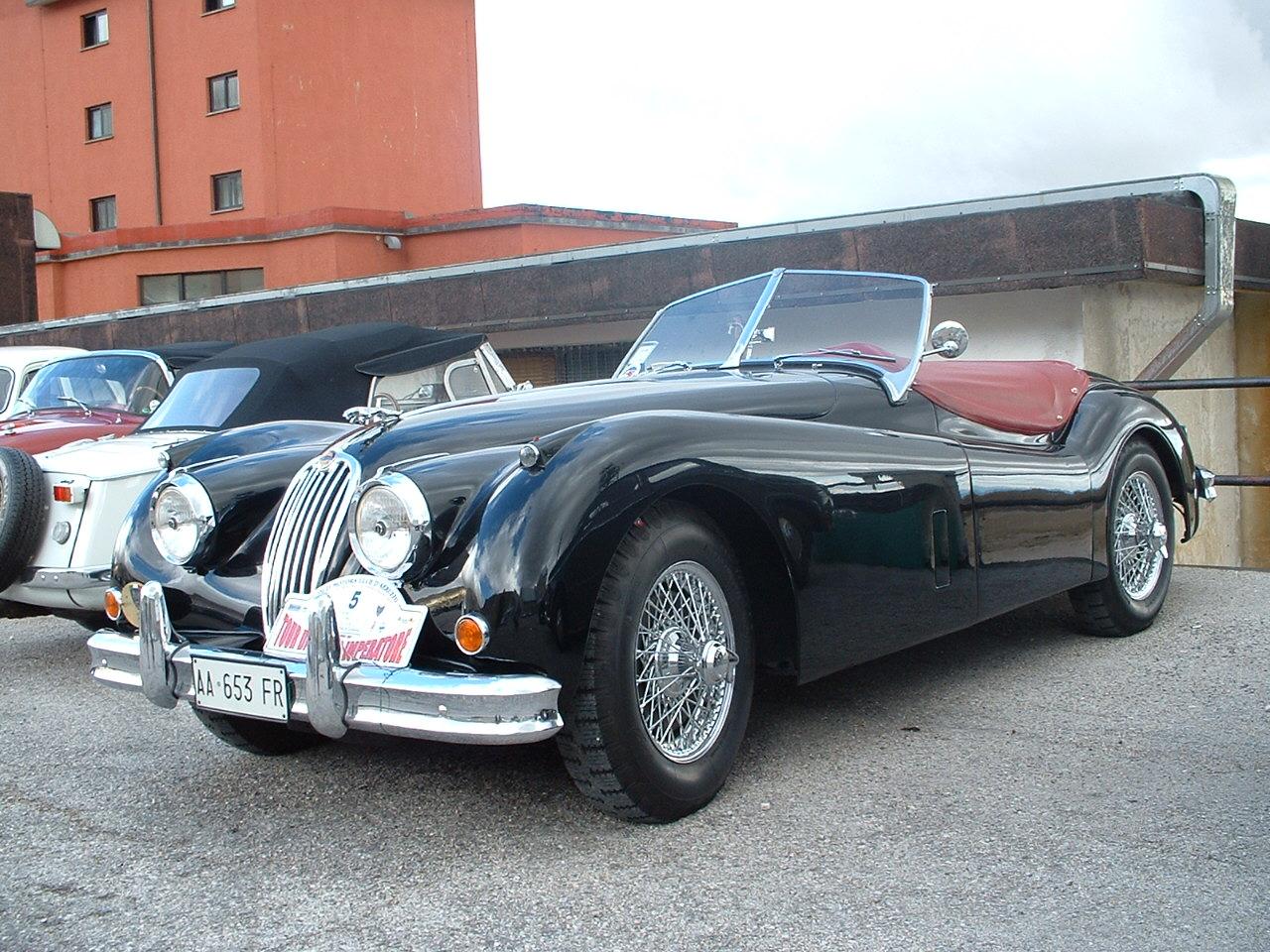 http://upload.wikimedia.org/wikipedia/commons/0/0a/Jaguar_XK_140%2C_1954.JPG
