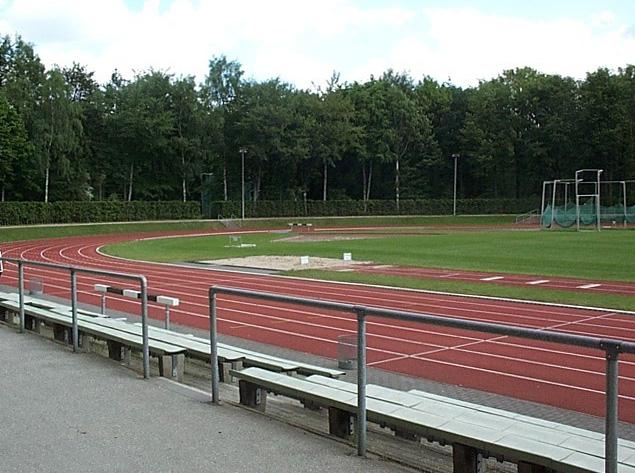 File:Jahnkampfbahn hamburg.jpg