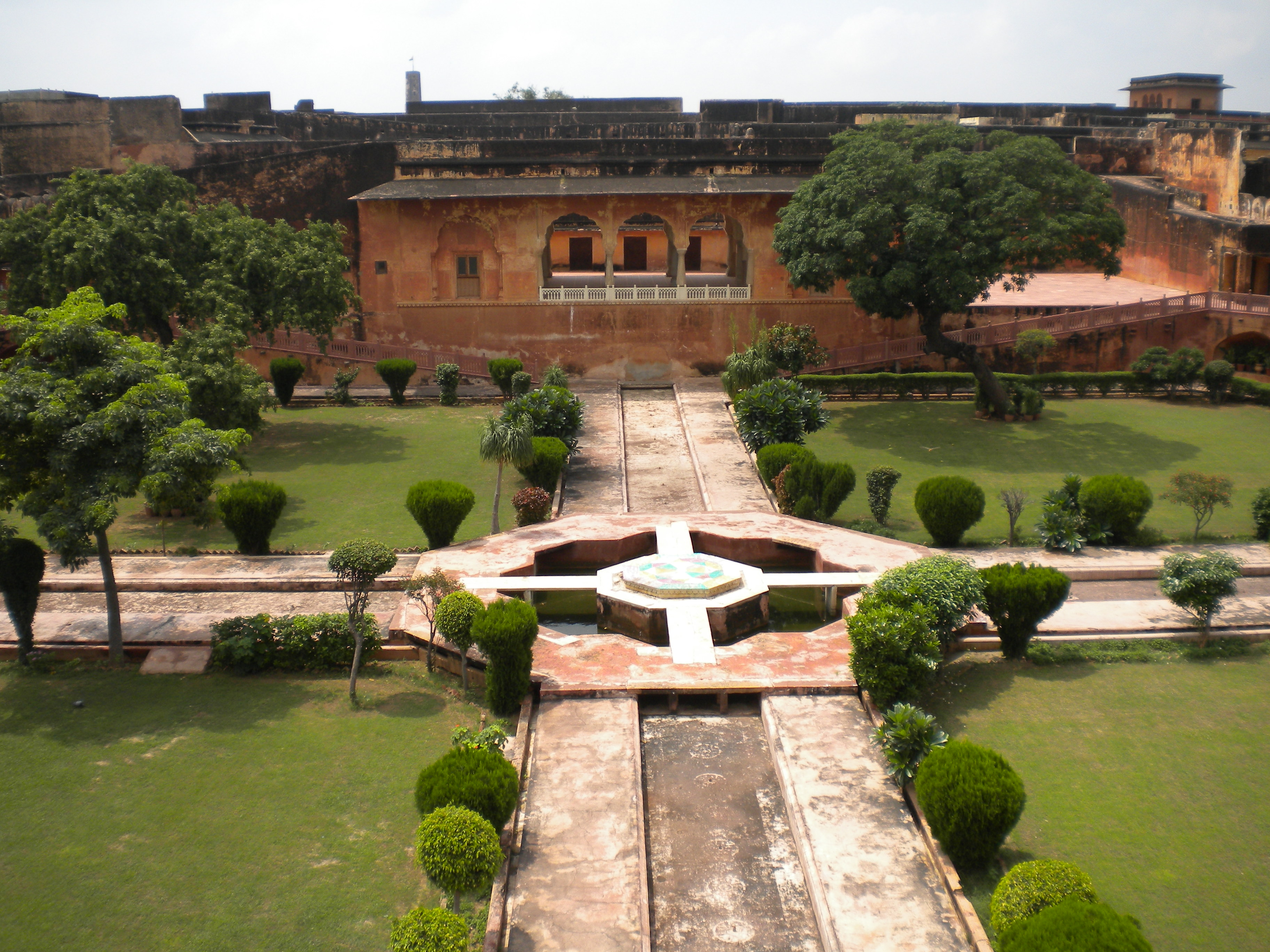 File:Jaigarh Fort - Char bagh 2.jpg - Wikimedia Commons