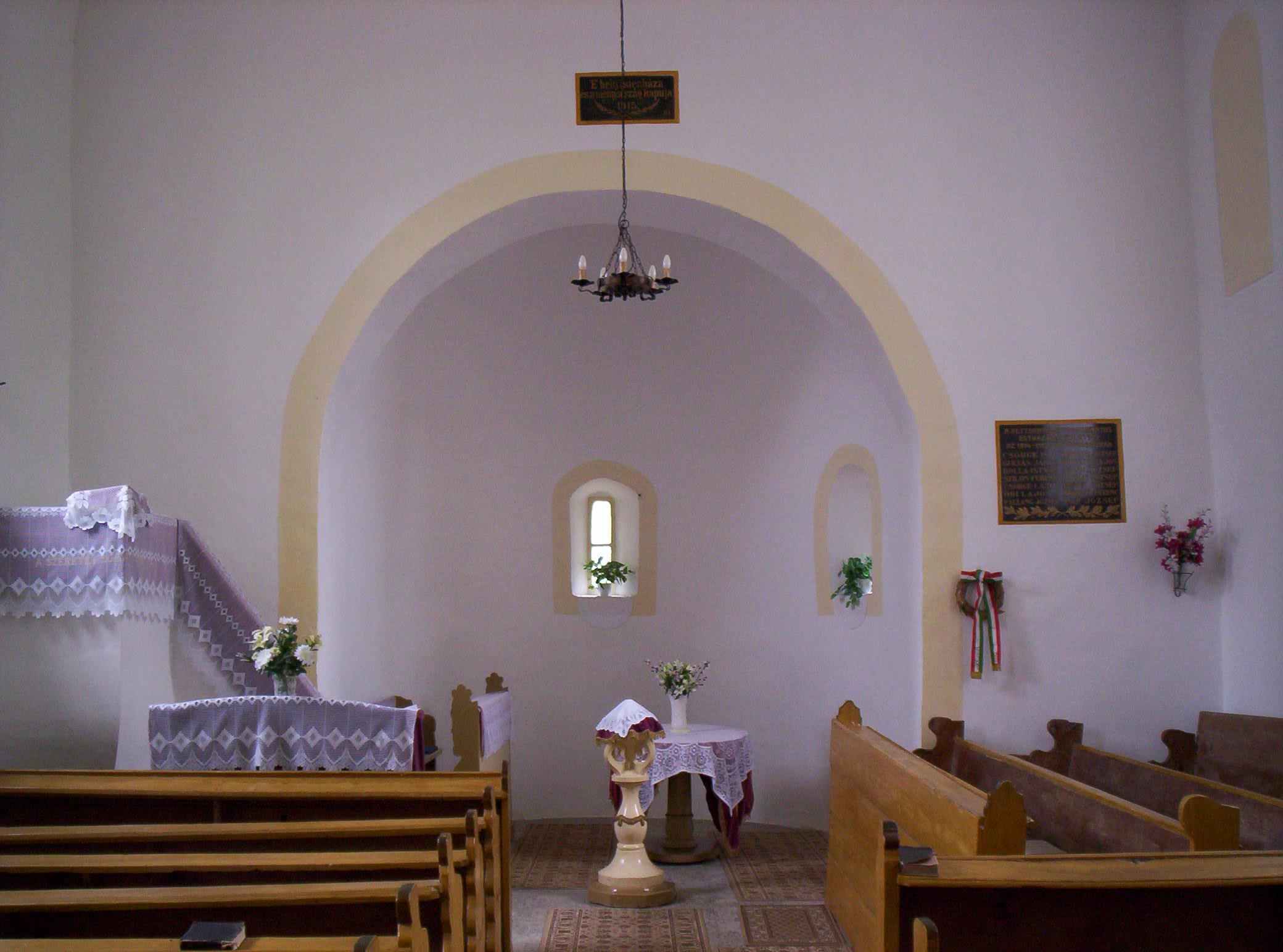 File:Kéttornyúlak Calvinist church inside.jpg - Wikimedia ...