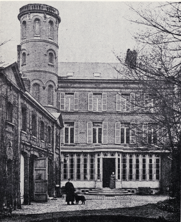 File:La maison de Jules Verne vers 10, vue extérieure.jpg