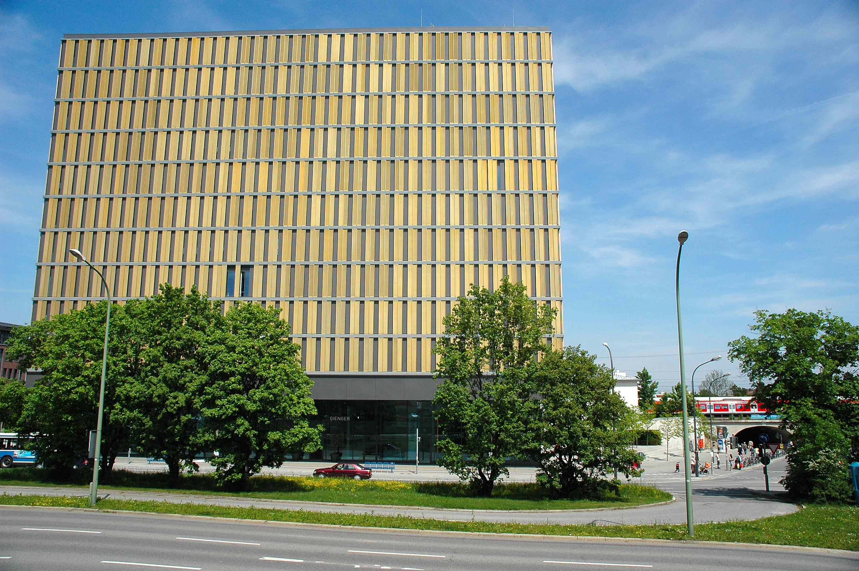 File:Laimer Würfel   Laim   München   Moderne Architektur.JPG