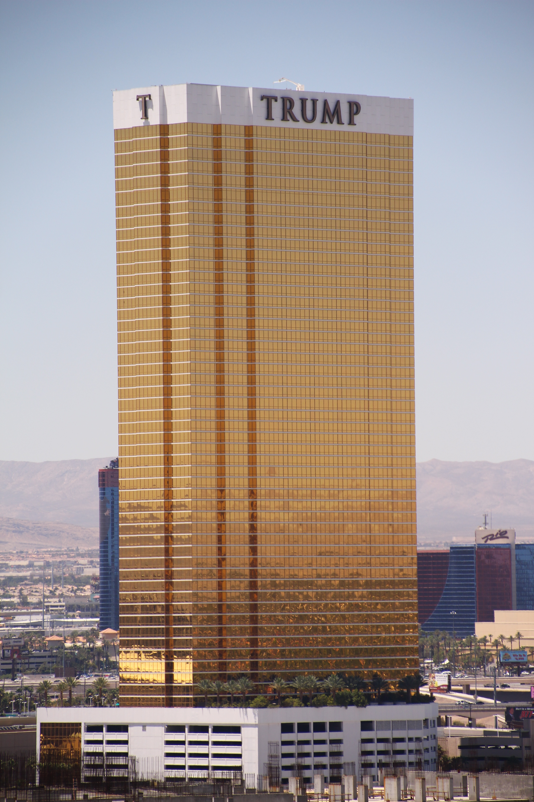 File:Las-Vegas-Trump-Hotel-7776.jpg - Wikimedia Commons