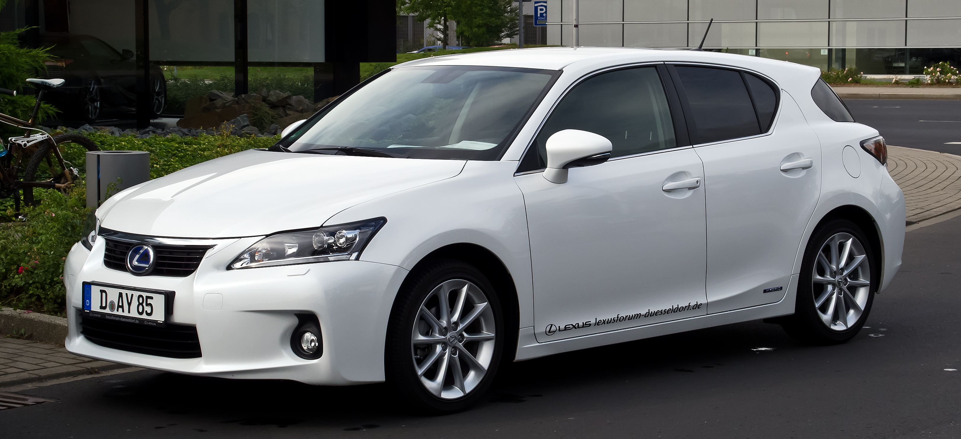 file lexus ct 200h dynamic line zwa10 frontansicht 30 august 2012 d. Black Bedroom Furniture Sets. Home Design Ideas