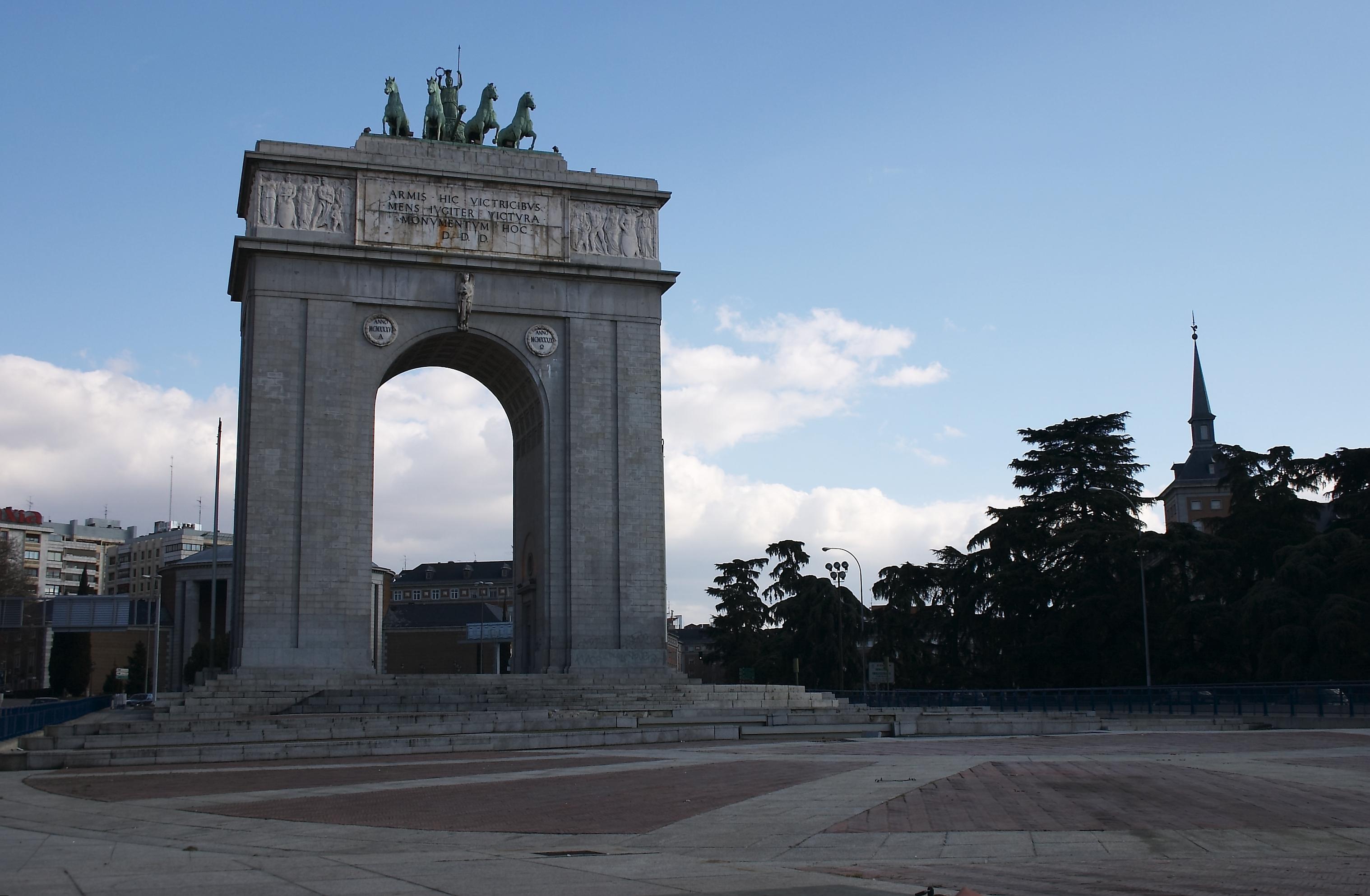 Fichier Madrid Moncloa Arco De La Victoria 20050220 Jpg