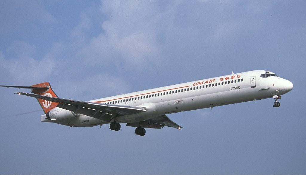 File:McDonnell Douglas MD-90-30, UNI Air AN0145004.jpg ...