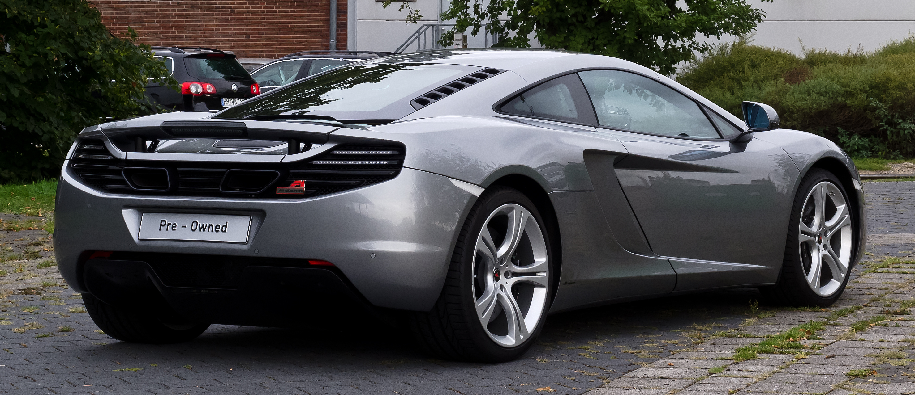 file mclaren mp4 12c heckansicht 2 30 august 2012 d wikimedia commons. Black Bedroom Furniture Sets. Home Design Ideas