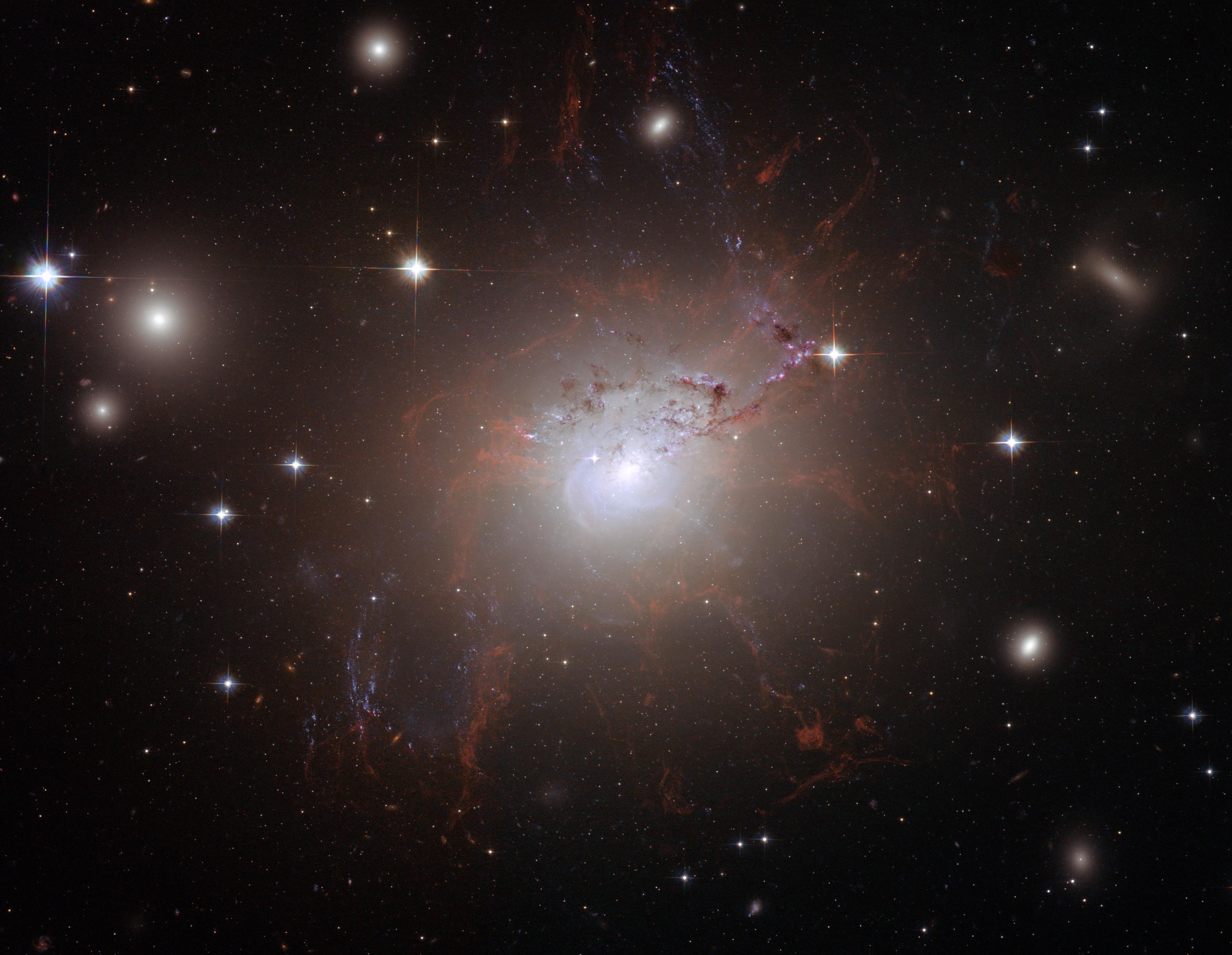 NGC_1275_Hubble.jpg
