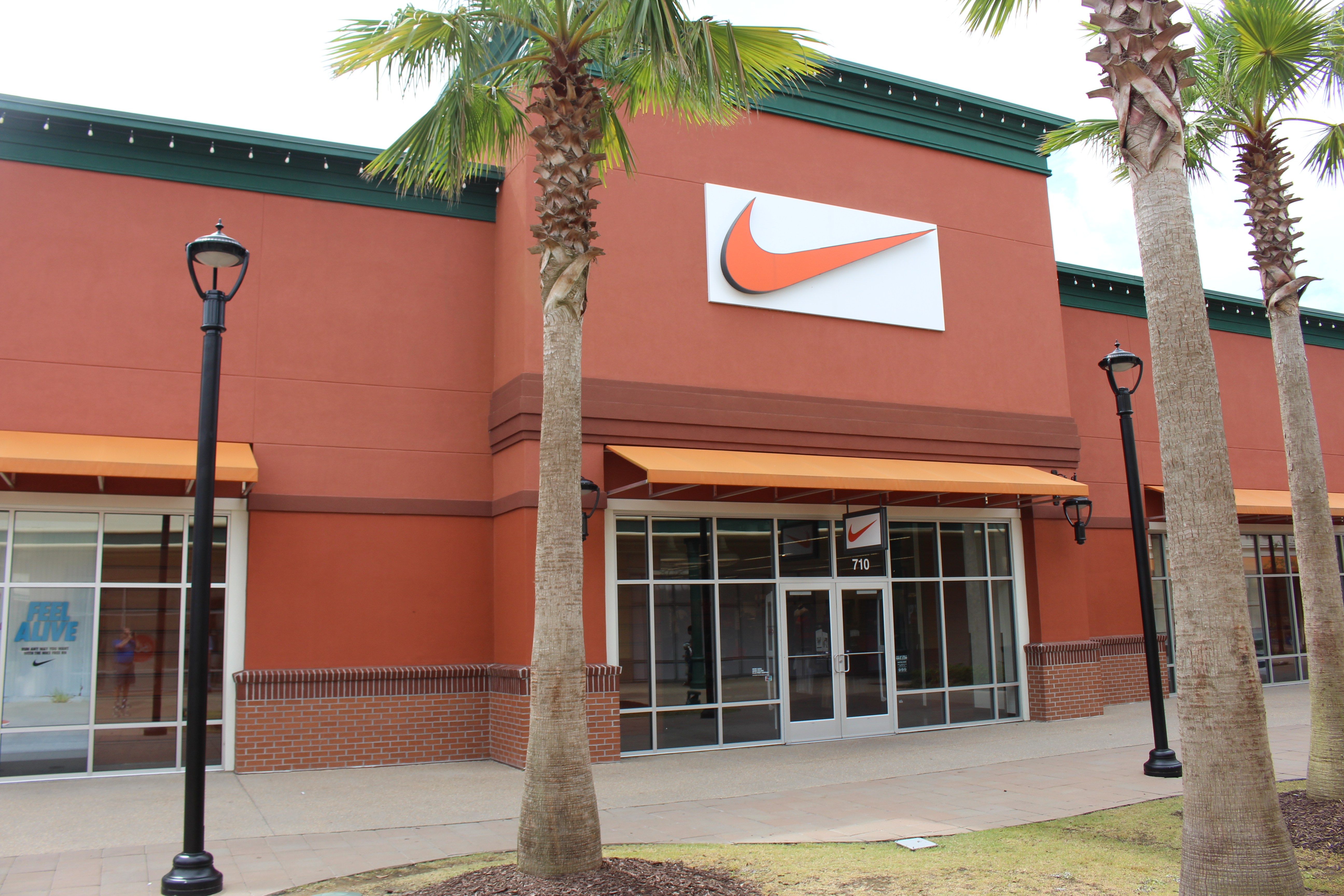 nike store tanger outlet