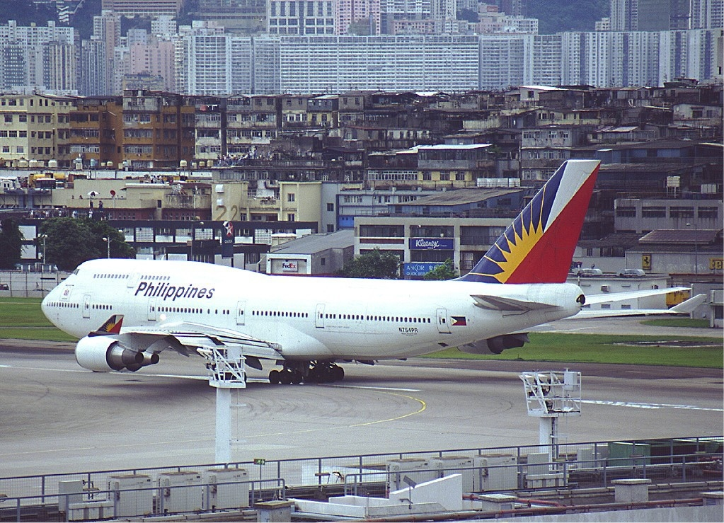 File:PAL Boeing 747-400 KvW.jpg - Wikimedia Commons