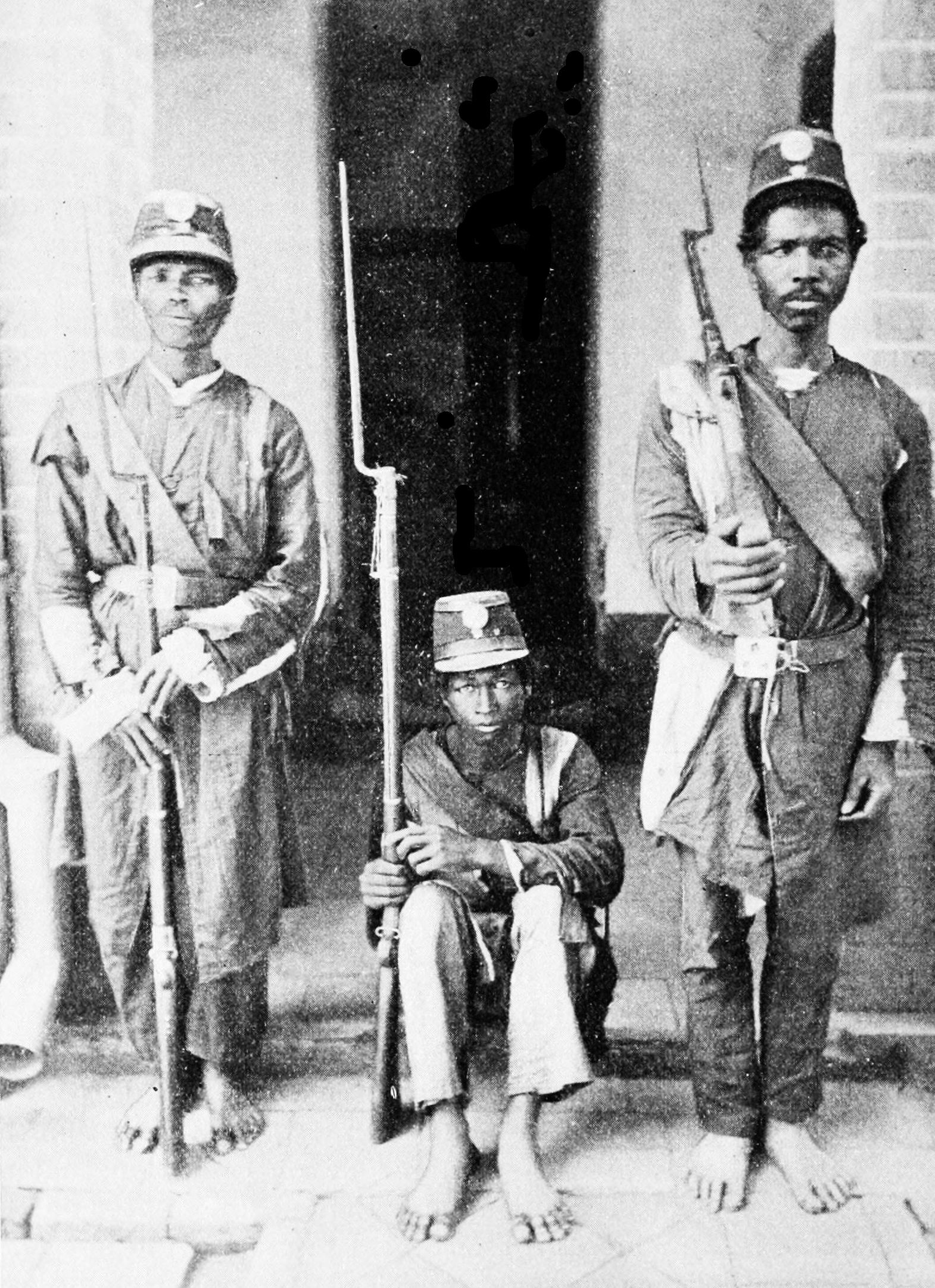 https://upload.wikimedia.org/wikipedia/commons/0/0a/PSM_V47_D258_Native_soldiers_of_madagascar.jpg