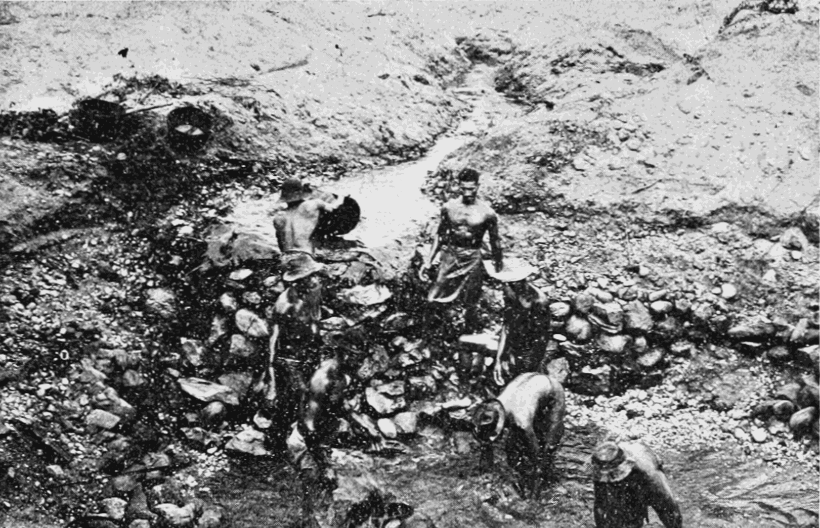 PSM V69 D283 Miners bailing water to collect cascalho.png
