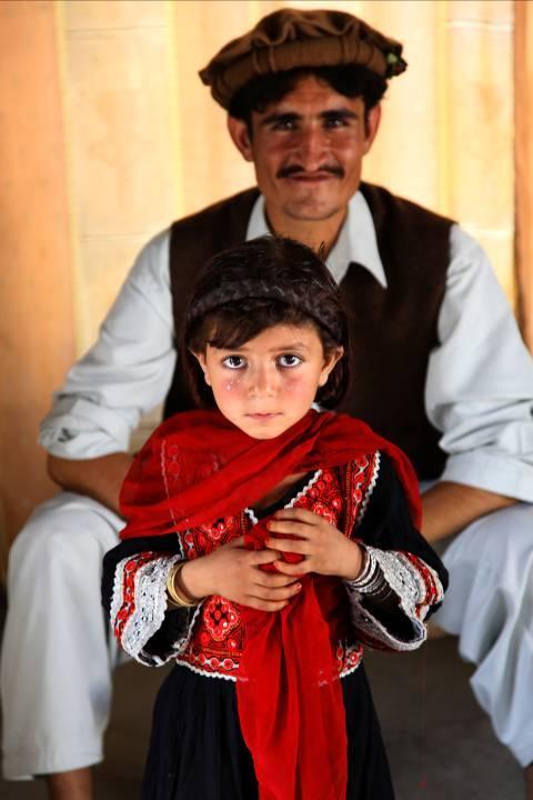 نوجوانان پوشاک در افغانستان - ویکیپدیا، دانشنامهٔ آزاد