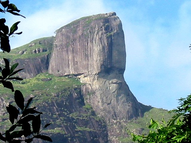 http://upload.wikimedia.org/wikipedia/commons/0/0a/Pedra_da_Gavea_proche.jpg