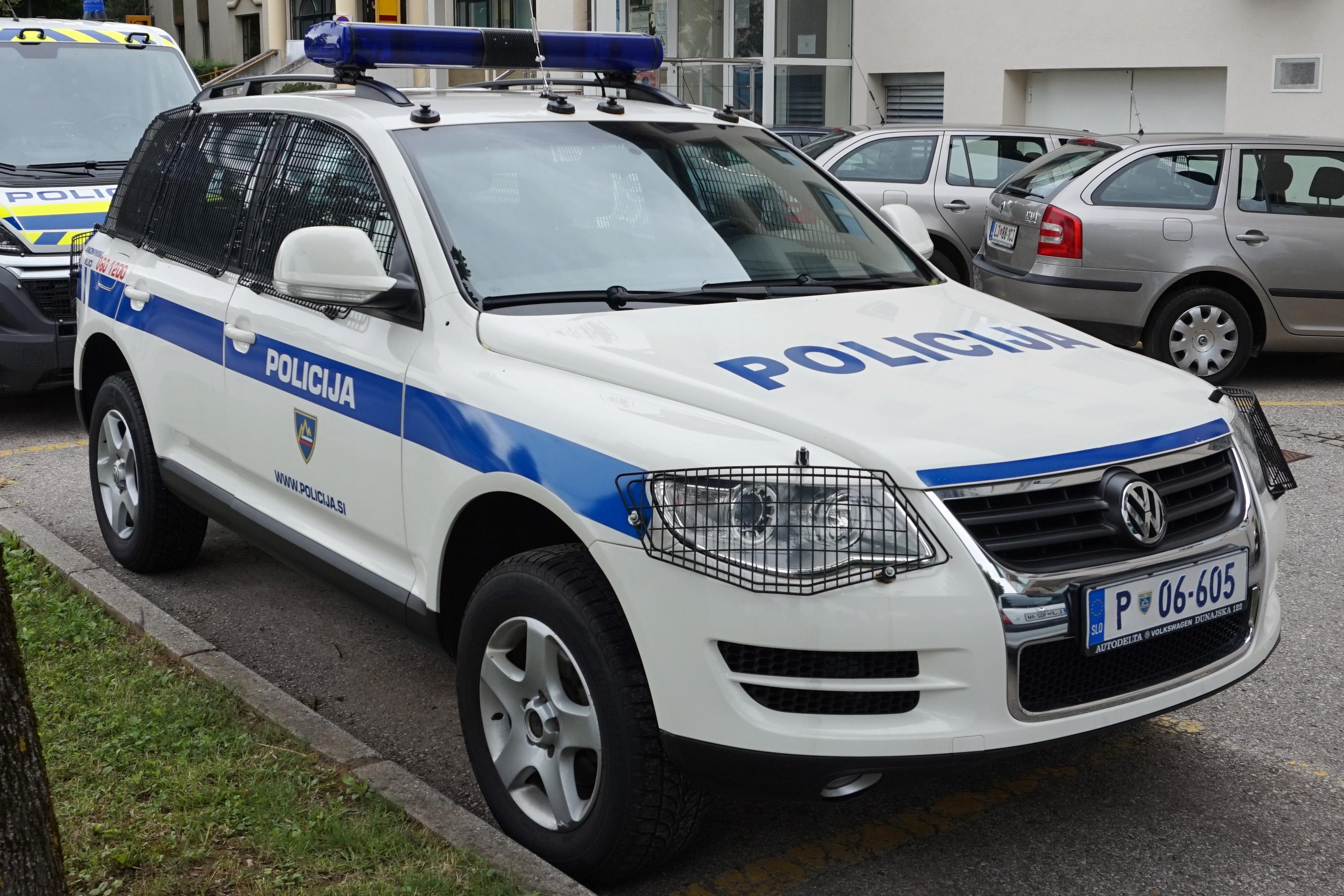 file police car in slovenia vw jpg wikimedia commons rh commons wikimedia org