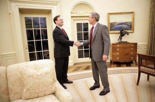 file president george w bush and judge samuel a alito shake hands rh commons wikimedia org