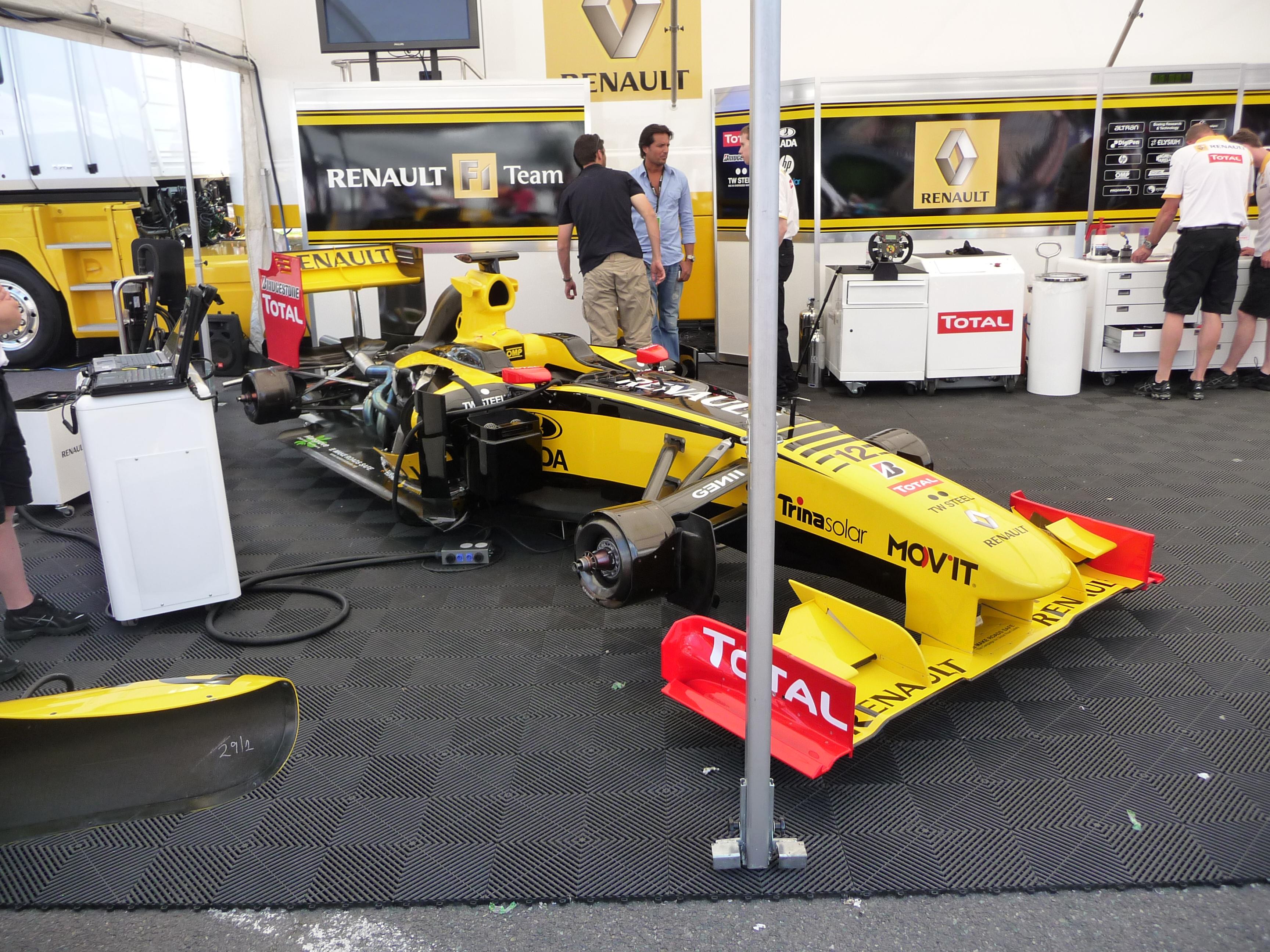 File renault f1 team garage 2010 brno wsr 09 jpg for Credit garage renault