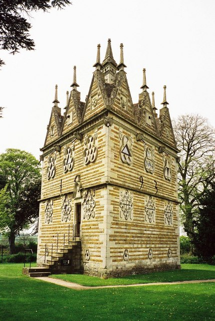 Rushton Triangular Lodge. Rushton Triangular Lodge.jpg