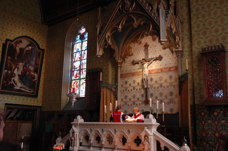 File:Side Altar with Relic - Basilica Holy Blood - Bruges.jpg