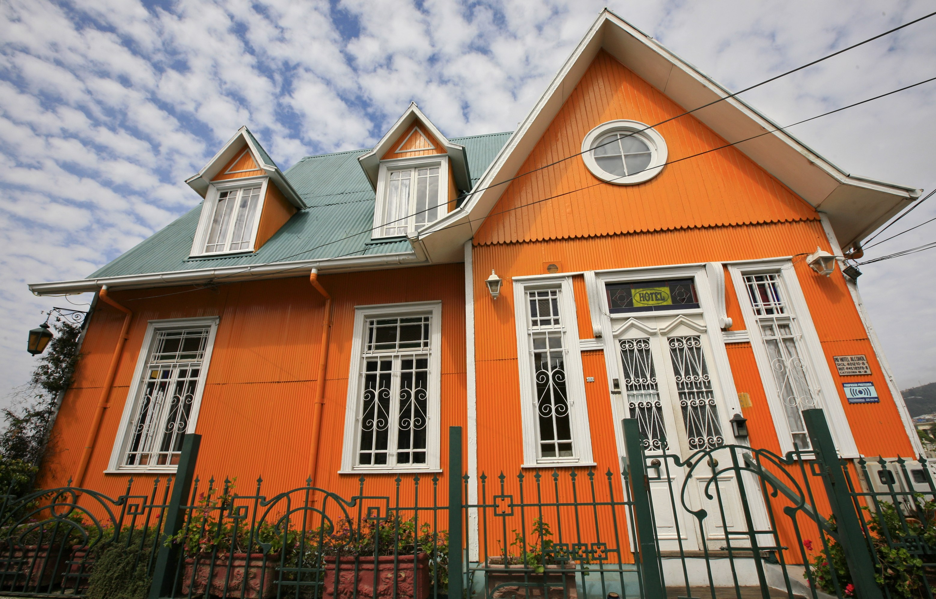 What Color To Paint House File The Orange House 3927225729 Jpg