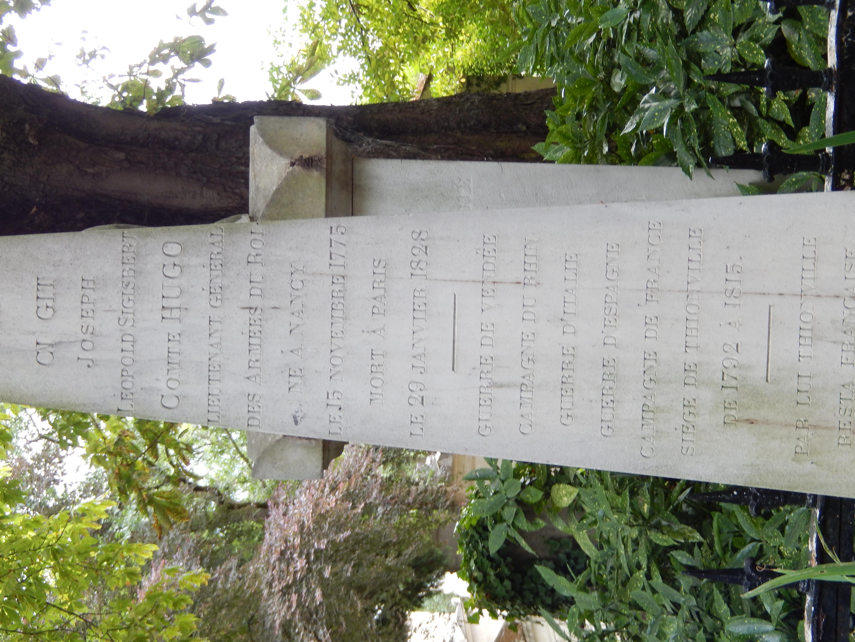 Tombe Joseph Leopold Sigisbert Hugo (cimetière du Père Lachaise)