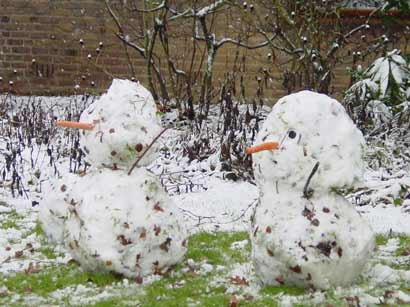 File:Two snowmen.jpg