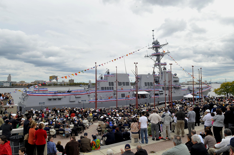 File:US Navy 091010-N-8273J-122 The Arleigh Burke class ...
