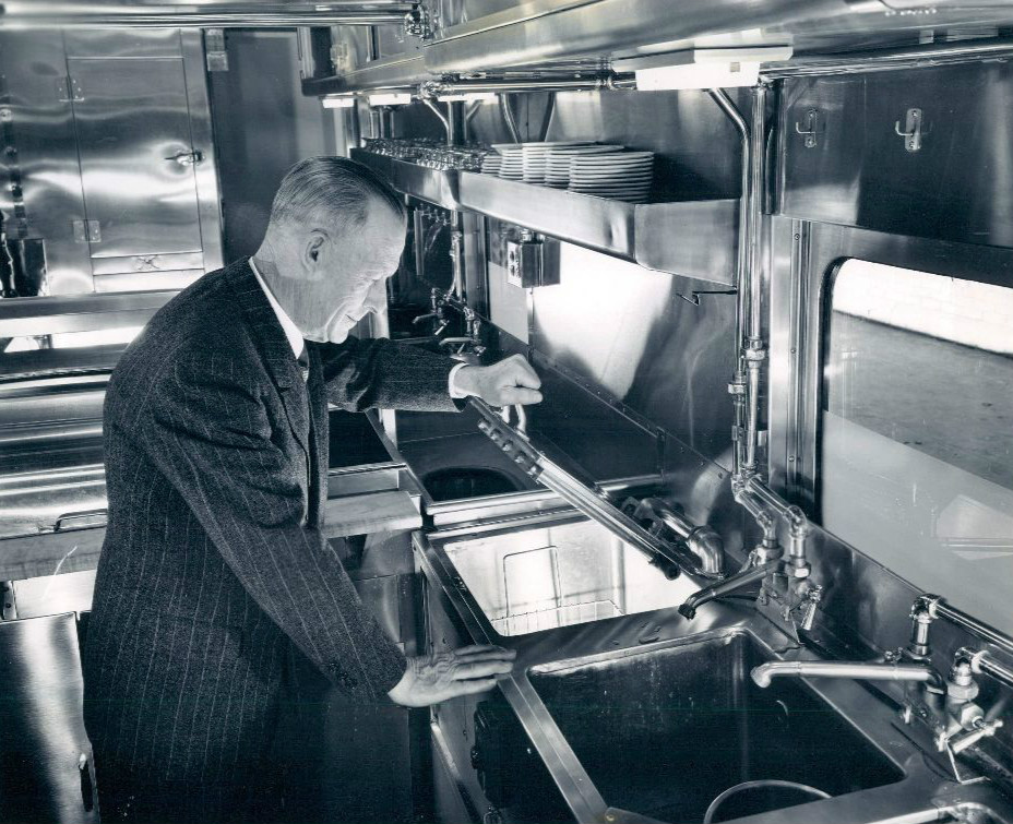 Ordinaire File:Union Pacific Dining Car Kitchen 2 1949.JPG
