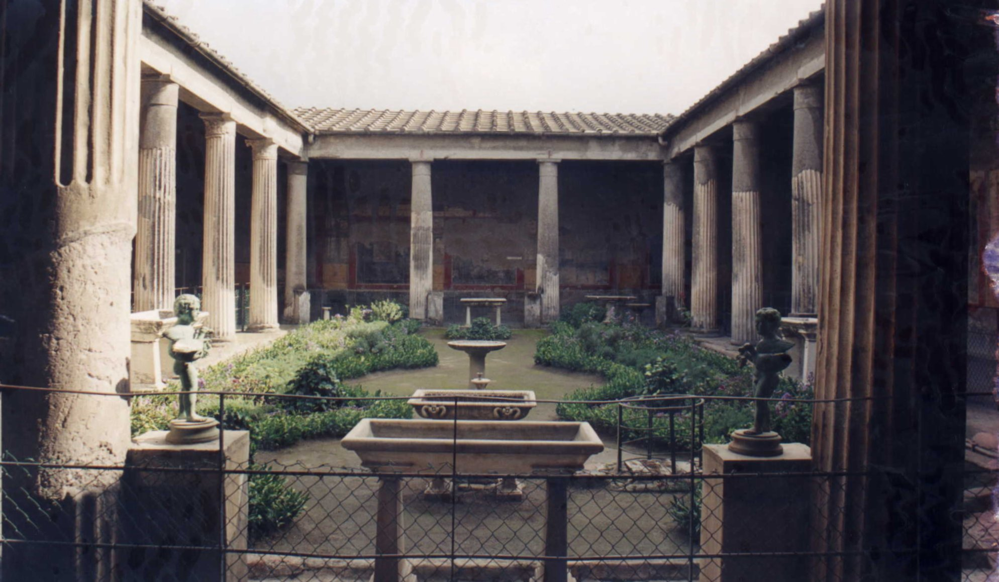 File wikimedia commons for Domus interieur
