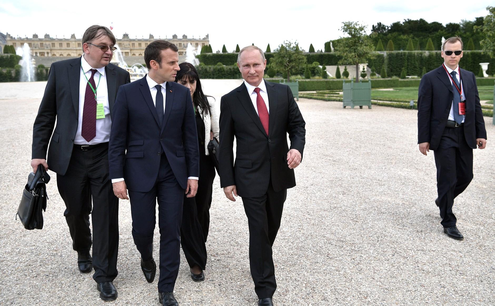File Vladimir Putin And Emmanuel Macron 2017 05 29 20 Jpg Wikimedia Commons