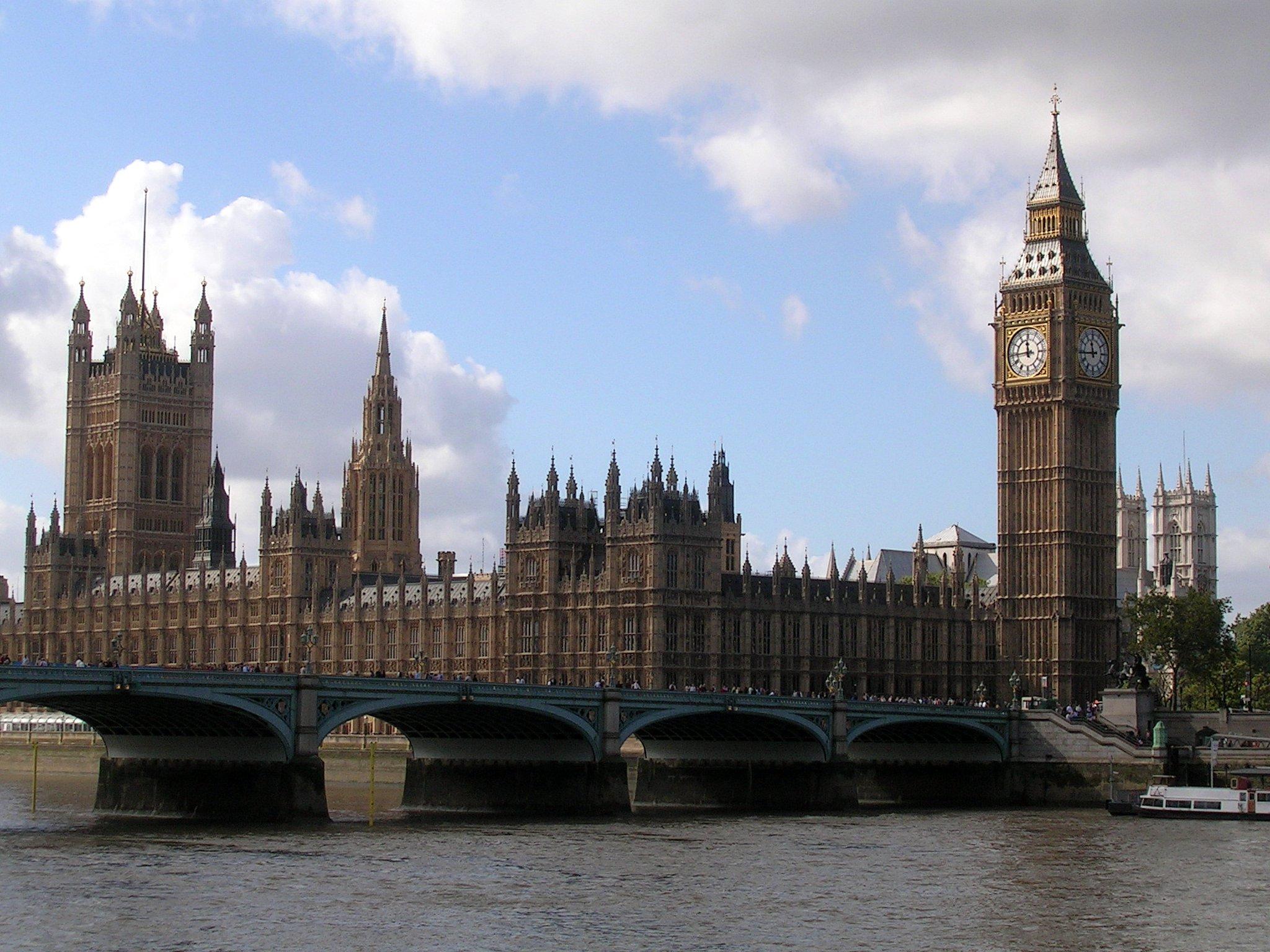 Description westminster bridge, parliament house and the big ben